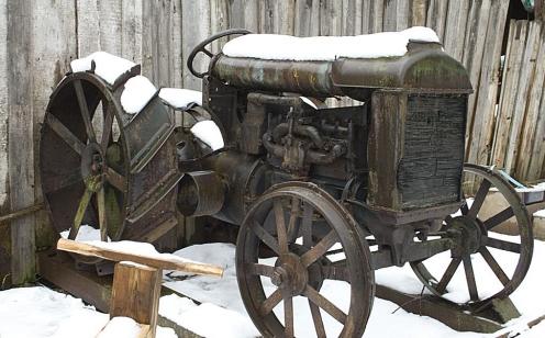 Первый трактор в России